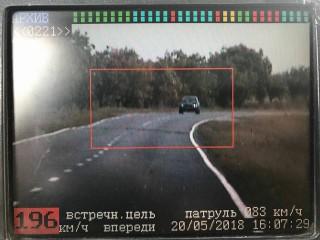 (foto) Cinci puncte de penalizare pentru că se deplasa cu 196 km/h pe traseul Leușeni-Chișinău: Doi șoferi au fost sancționați pentru depășirea limitei de viteză