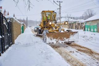 (foto) La Orhei se circulă în condiții normale. Se lucrează la capacitate maximă la deszăpezirea drumurilor