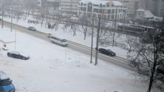 (foto) Ninsoarea continuă în Moldova. Cum se circulă prin capitală şi pe drumurile din ţară