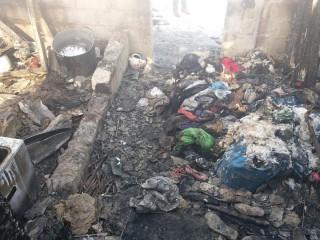 (foto) O familie din Hănășenii Noi a rămas pe drumuri, după ce un incendiu puternic le-a făcut casa scrum