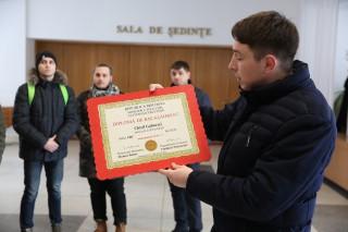 """(foto) Tinerii liberali au găsit """"diploma"""" de studii a lui Chiril Gaburici. Președintele Comisiei de evaluare este indicat Vlad Plahotniuc"""