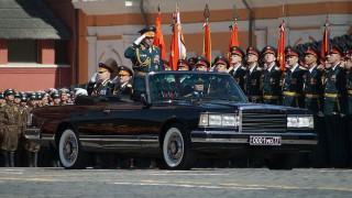 (foto) ZIL-urile ruseşti folosite la parade ar putea fi înlocuite cu o maşină din proiectul Cortegiu