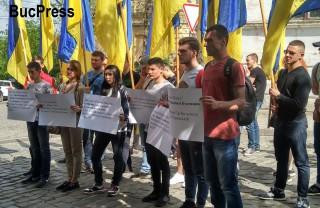 """Naționaliștii ucraineni au protestat în fața Consulatului General al României la Cernăuți față de """"unele pretenții teritoriale ascunse ale Bucureștiului"""""""