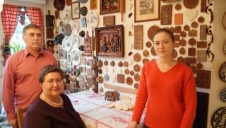 O familie de moldoveni stabiliți la Strasbourg cucerește francezii prin biscuții pe care îi face