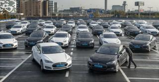 Oportunitate! Se vinde un lot de maşini electrice rulate Tesla cu un preţ sub 50000 de euro bucata