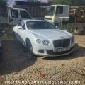 Panică în comunitatea online din Moldova: Un Bentley a rămas fără jante la Poşta Veche