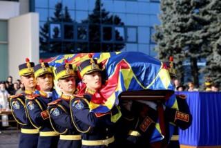 (video) Zi de doliu în România. Regele Mihai I este condus astăzi pe ultimul drum