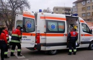 România: Patru frați, răniţi după ce structura unei staţii de autobuz a căzut peste ei. Cel mai mic are patru luni