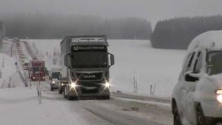 Se circulă în condiții de iarnă pe șoselele naționale. Peste 200 de echipaje, antrenate