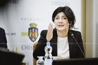 """Silvia Radu nu glumește. A inspectat personal dacă structurile Primăriei și agenții economici își îndeplinesc obligațiunile: """"Fac un ultim apel către agenții economici, să curețe de urgență trotuarele"""""""