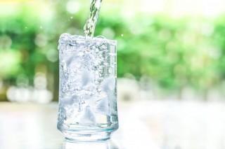 Studiu internaţional: Particule minuscule de plastic, descoperite în sticle de apă îmbuteliată din mai multe ţări