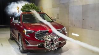 (video) Experiment! Creşte sau nu consumul dacă se transportă un pom de Crăciun pe acoperiş