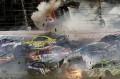 (video) Momente teribile în Nascar! O maşină a zburat direct în gardul de protecţie