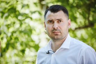 """(video) Vasile Costiuc a votat, alături de fiul său: """"Nu contează pentru cine votați, important este să vă manifestați"""""""
