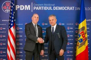 Vlad Plahotniuc și James Pettit au avut o întrevedere. Ambasadorul SUA i-a sugerat să se facă progrese în reformele necesare pentru integrarea europeană a R.Moldova
