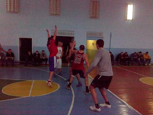 """(Video) Mini turneu de baschet la Gimnaziul """"Mihai Viteazul"""" din Străşeni"""