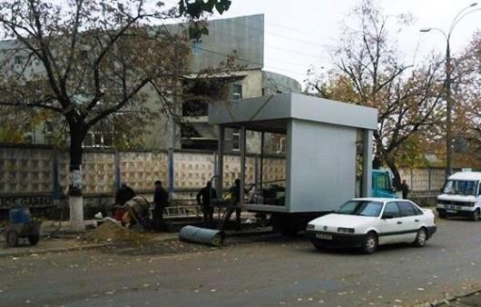 (foto) Controverse în jurul instalării unei gherete cu staţie