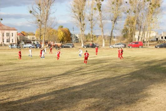 """FC  """"Codru"""" din Lozova rămîne lider în Divizia B Centru"""