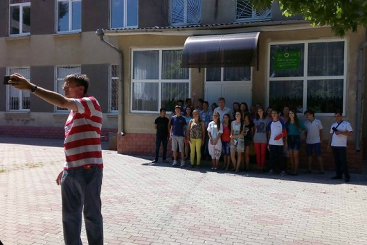 (Video) Dorin Chirtoacă și-a respectat promisiunea făcută absolvenților orfelinatului din Strășeni