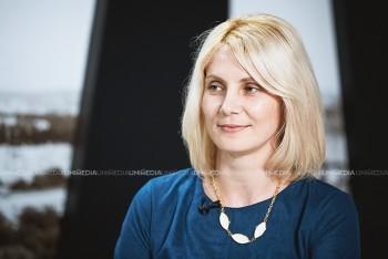 Ana Vivdici în studioul UNIMEDIA