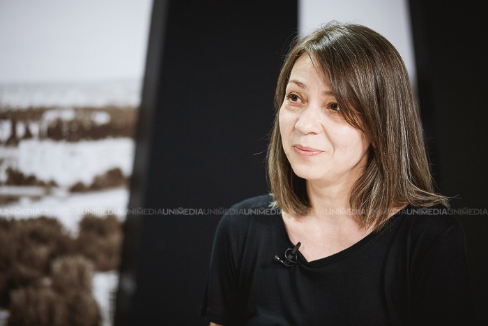 Mariana Kalughin în studioul UNIMEDIA