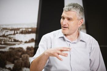 Alexandru Slusari în studioul UNIMEDIA