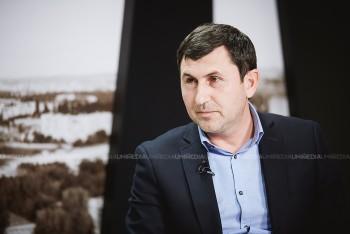 Alexandru Barbăroșie în studioul UNIMEDIA