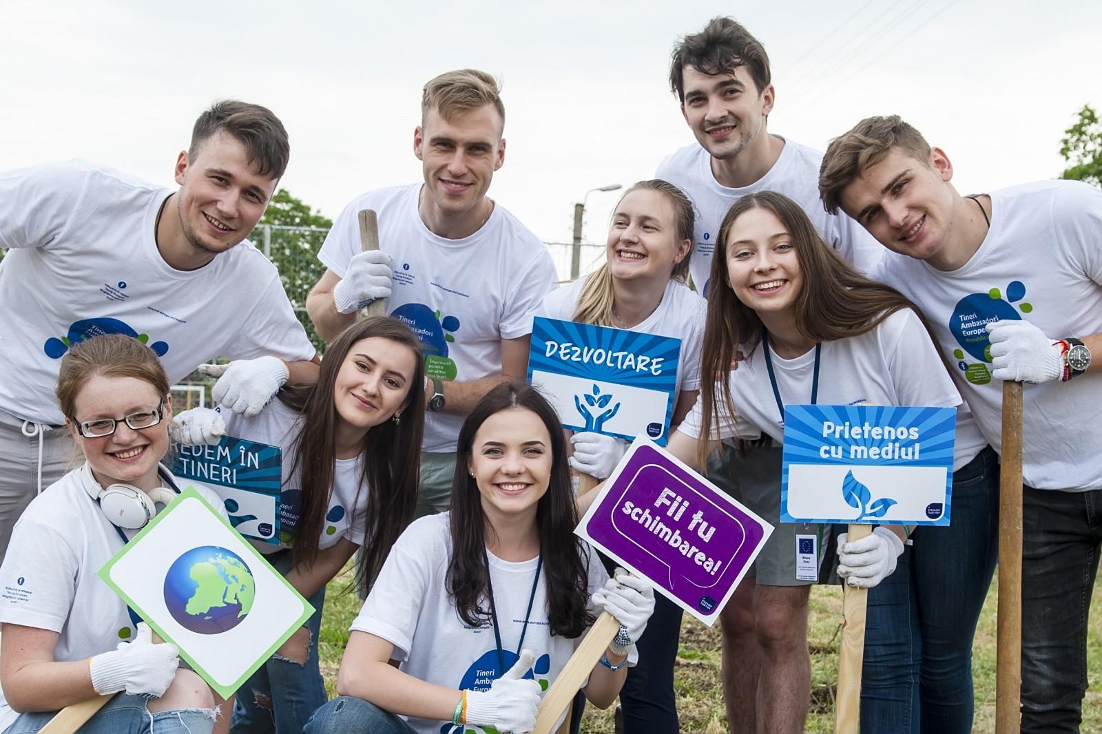 Împreună pentru mediu: Alăturați-vă Tinerilor Ambasadori Europeni la evenimentul de plantare a trandafirilor în satul Pojăreni, raionul Ialoveni