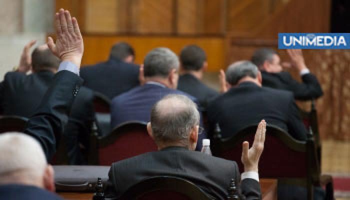 Ședința extraordinară a Parlamentului sub semnul întrebării