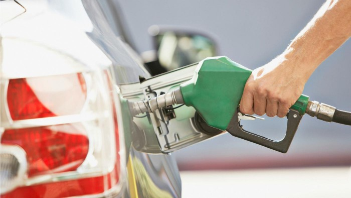 Și iarăși se scumpesc: Cât vor costa motorina și benzina în următoarele două săptămâni