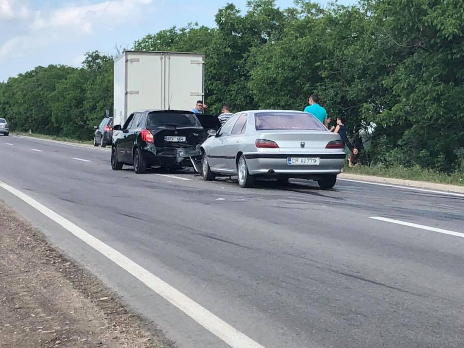 Accident cu implicarea a trei automobile, produs în apropiere de Grătiești