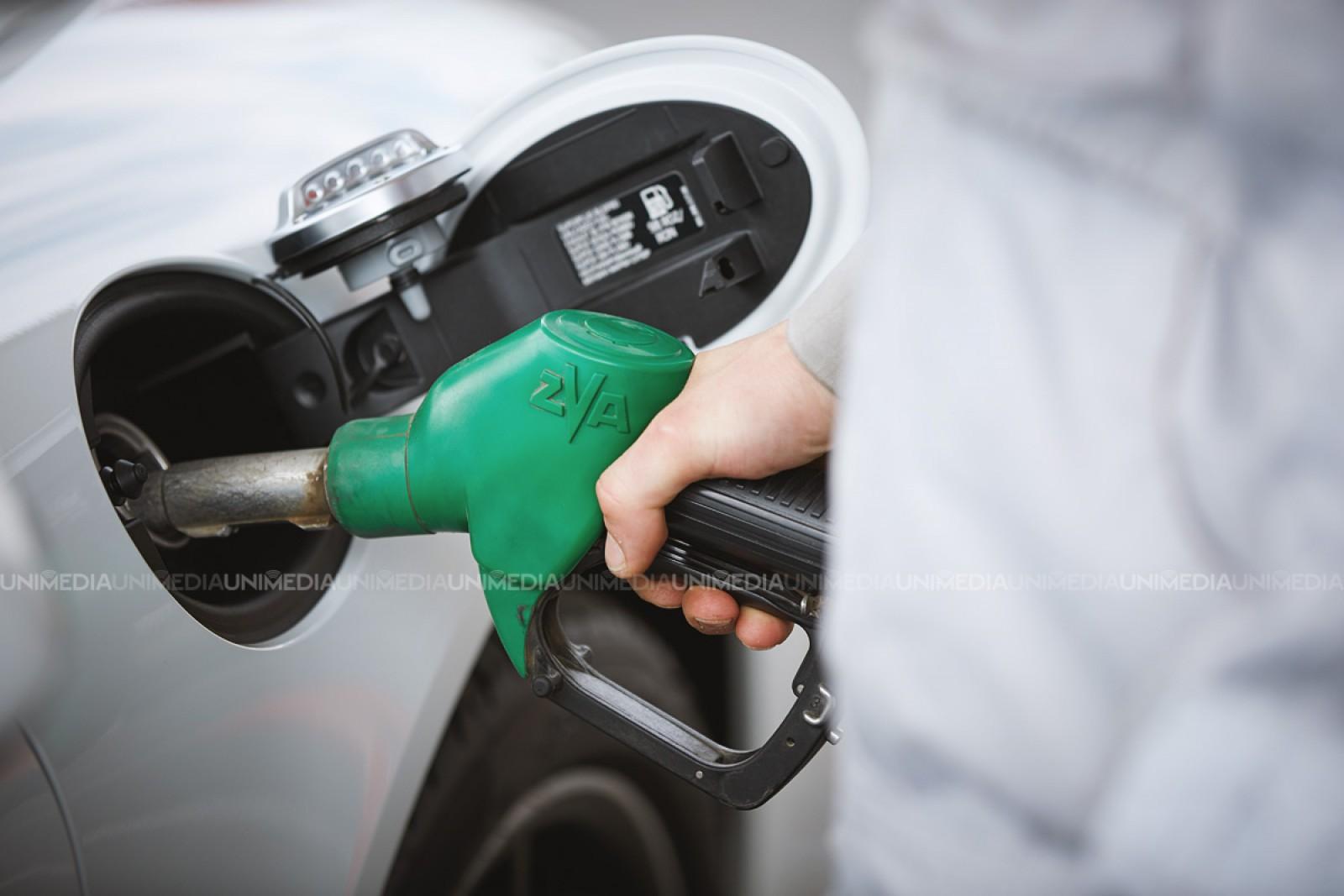 ANRE a anunțat noile prețuri plafon: Benzina se ieftinește cu un ban, iar motorina se scumpește cu 19 bani