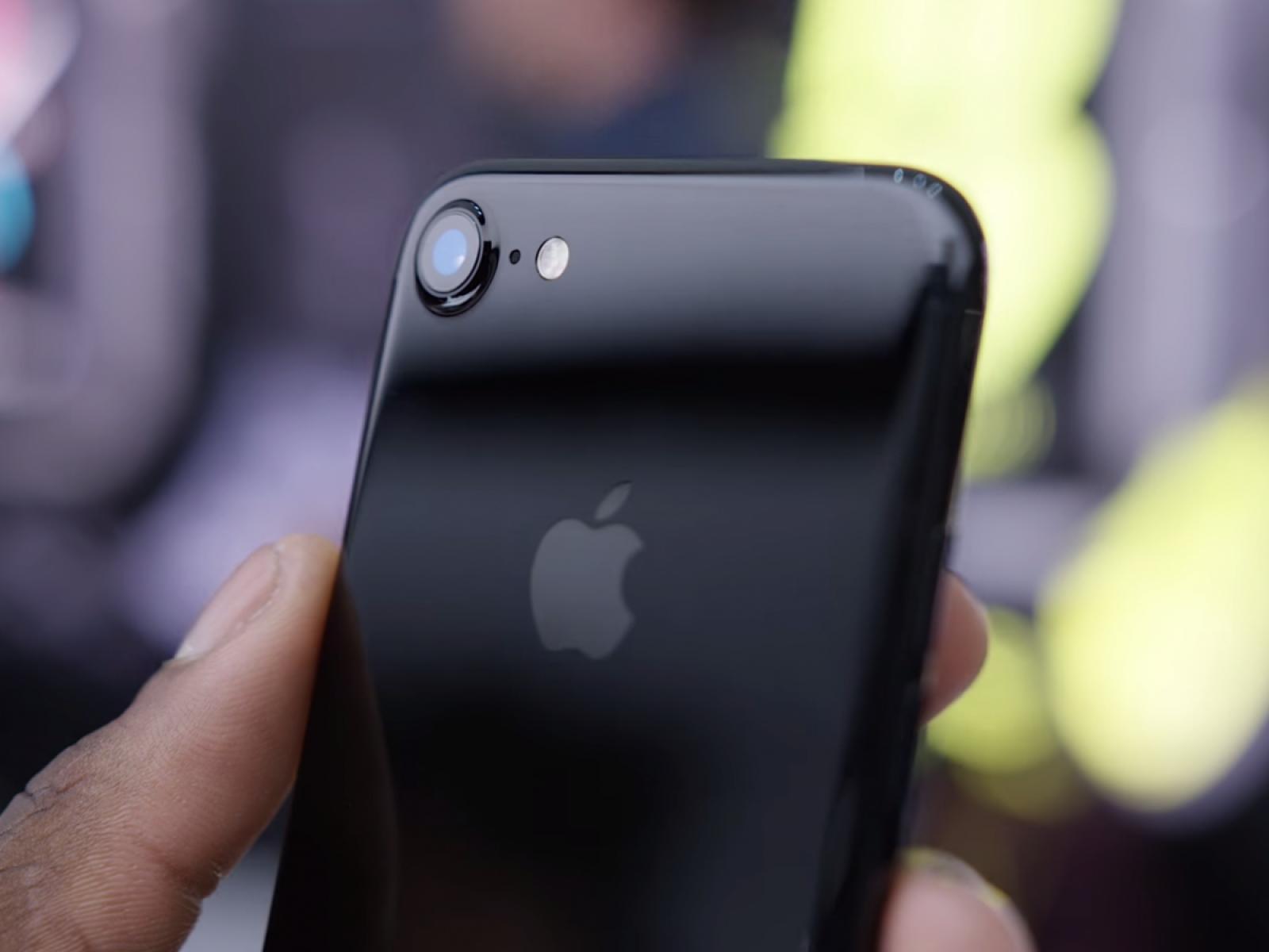 Apple va repara gratuit un anumit tip de iPhone, care au probleme cu semnalul