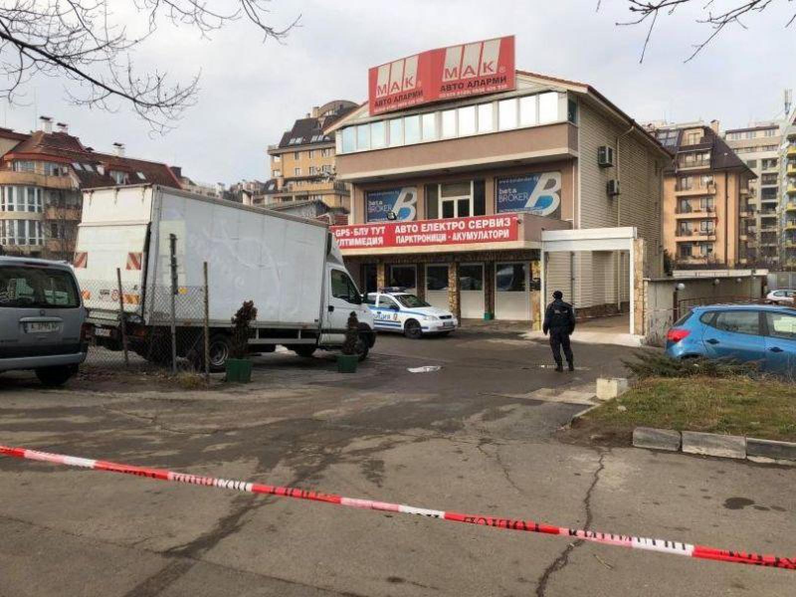 Asasinat în stil mafiot, la Sofia. Un influent om de afaceri a fost împușcat în fața sediului companiei sale