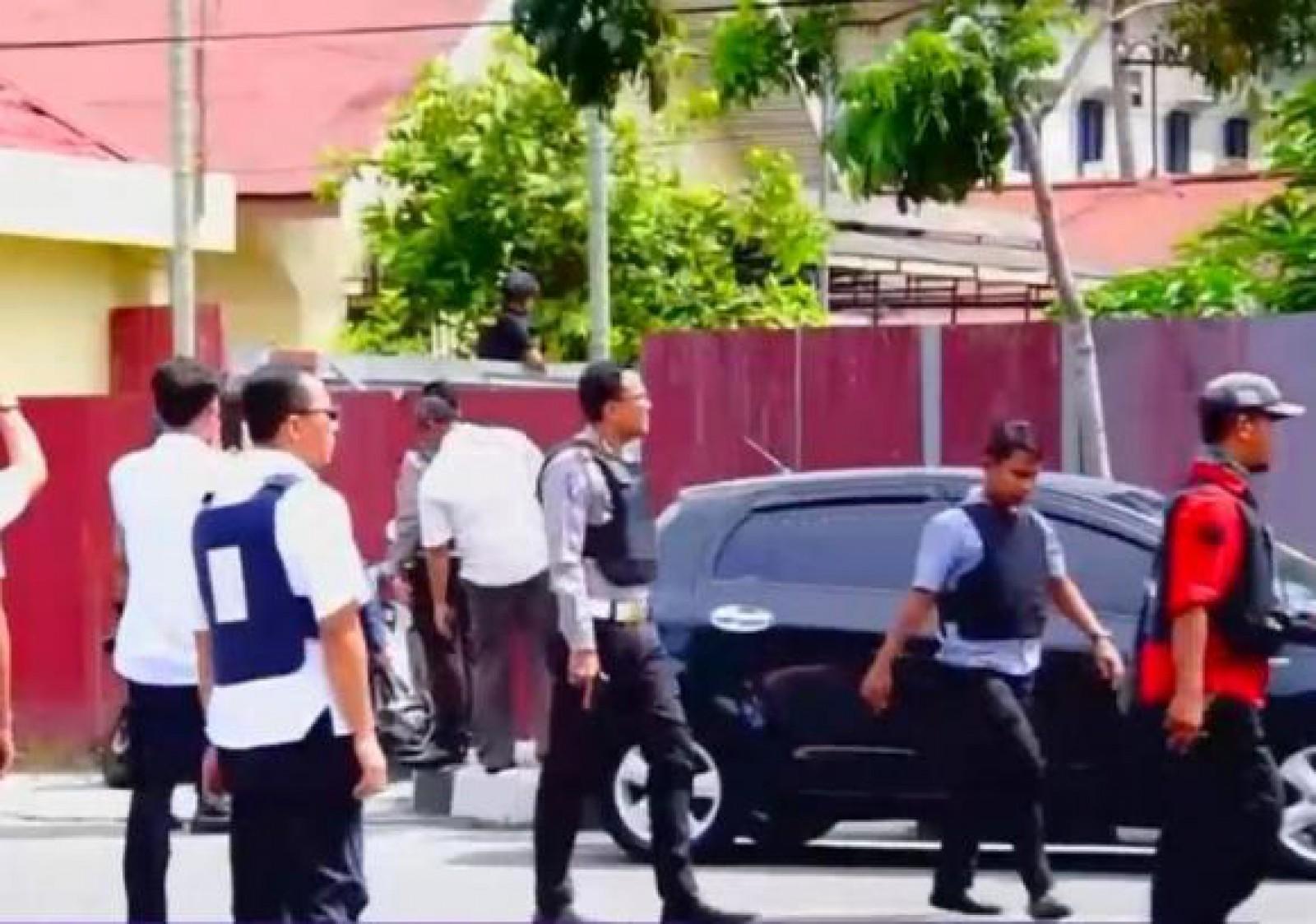 Atac cu săbii de samurai la o secţie de poliţie din Indonezia