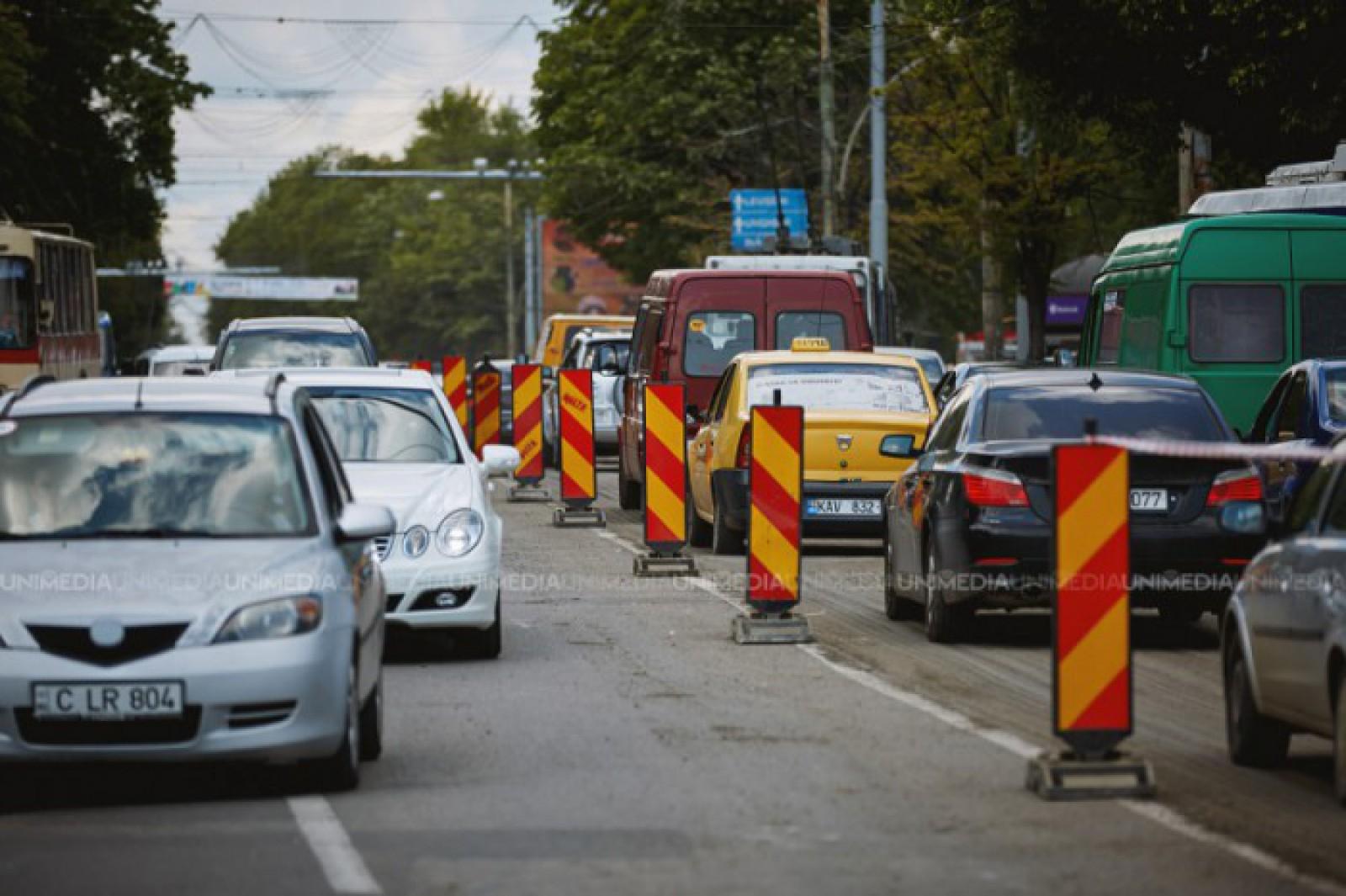 Atenție, șoferi! Străzile din Chișinău pe care se circulă cu dificultate la acestă oră și trebuie evitate