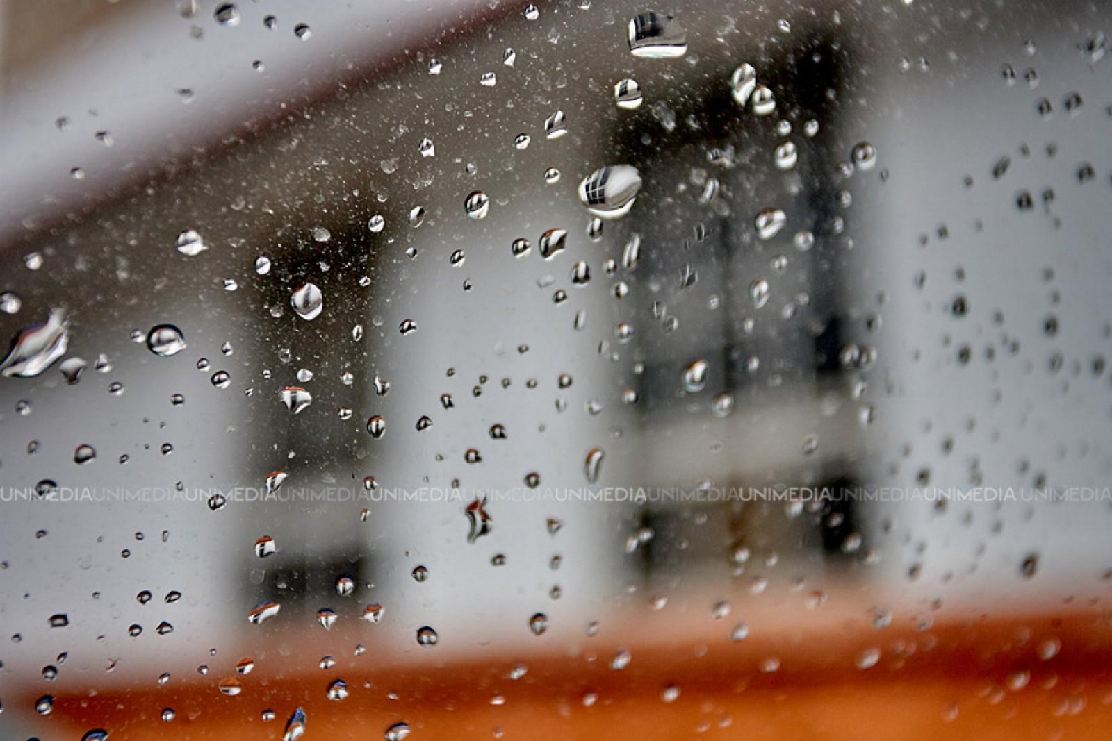Averse de ploi cu descărcări electerice: Termomentrele vor coborâ până la 8 grade