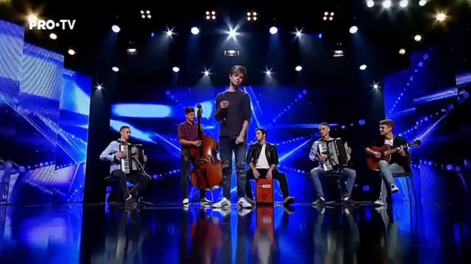 """Băieții de la 7 KLASE au ridicat sala în picioare la """"Românii au Talent"""". Rock-ul experimental moldovenesc a cucerit jurații"""