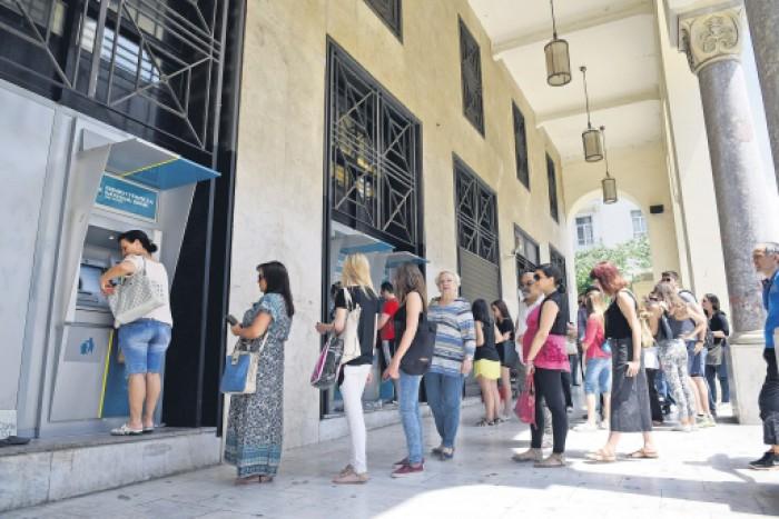Băncile din Grecia se vor redeschide luni. Plafonul la retragerile de numerar va fi menţinut