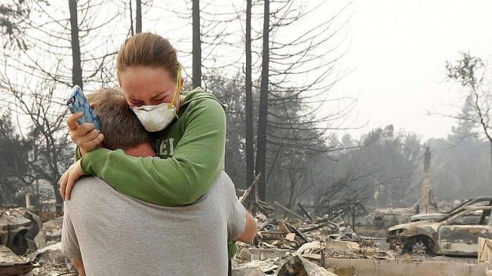 Bilanţul victimelor incendiilor din California a crescut la cel puţin 17 morţi