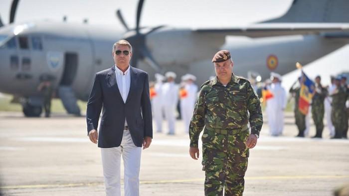 Carmen Iohannis a postat un emoticon cu inimioare la fotografia lui Klaus Iohannis de la Baza Militară din județul Constanța