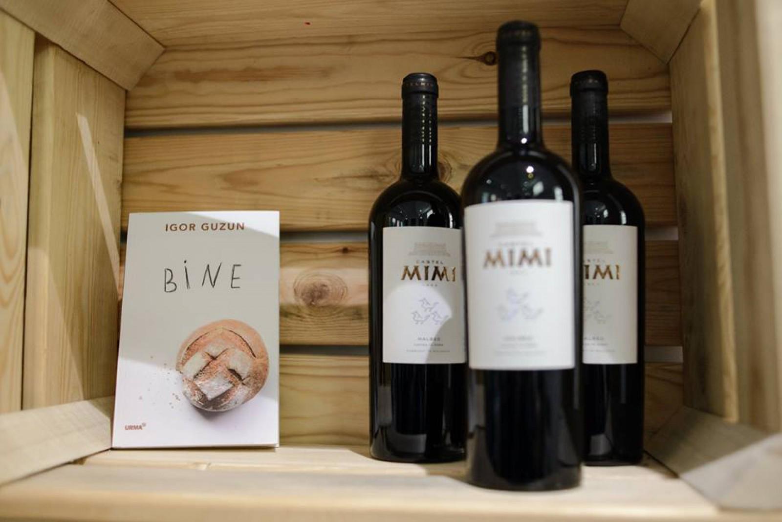 """""""Carte. Pâine. Vin"""": Scriitorul Igor Guzun și-a lansat noua carte"""