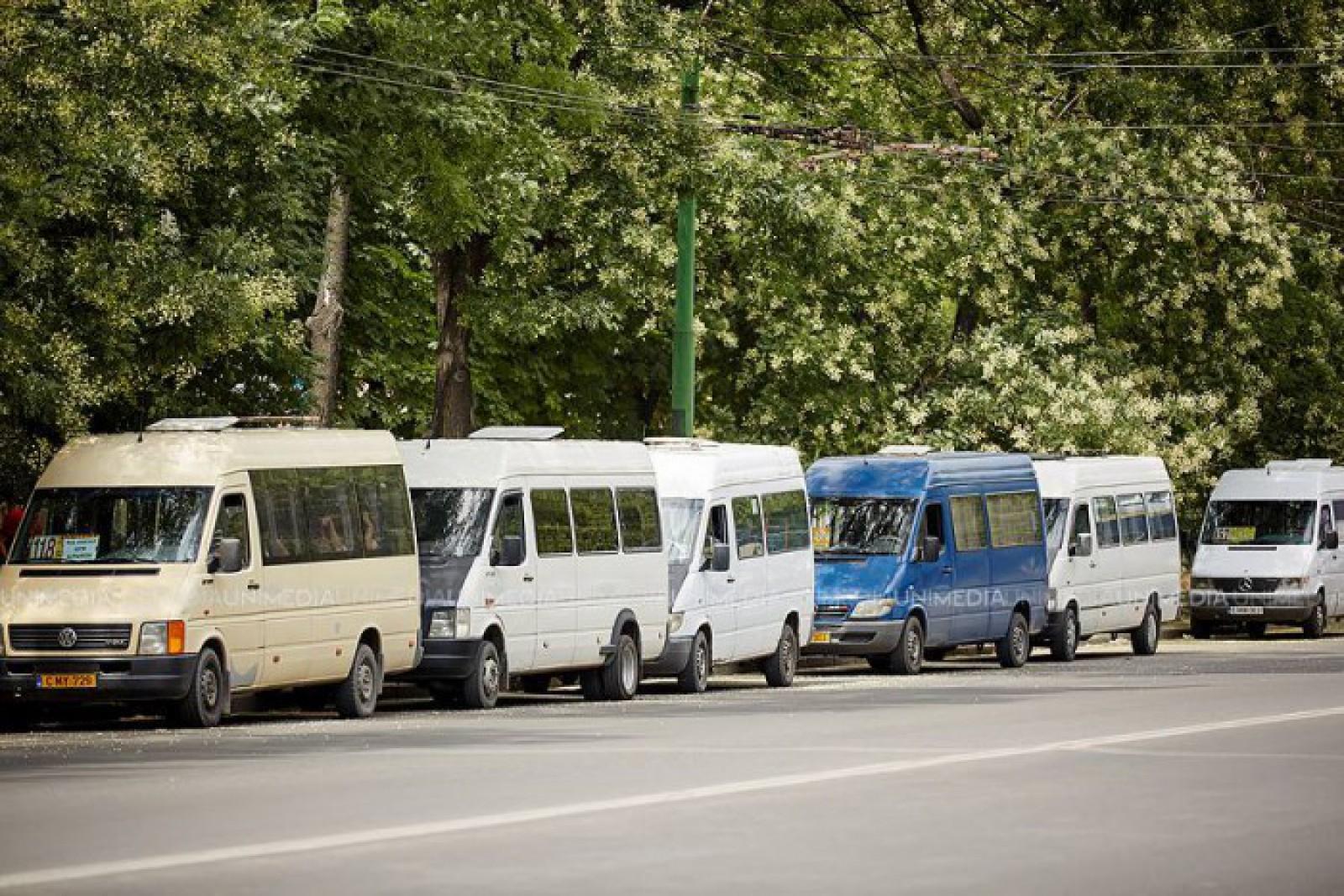 Câți oameni încap într-un microbuz care circulă pe străzile capitalei? Răspunsul într-o imagine