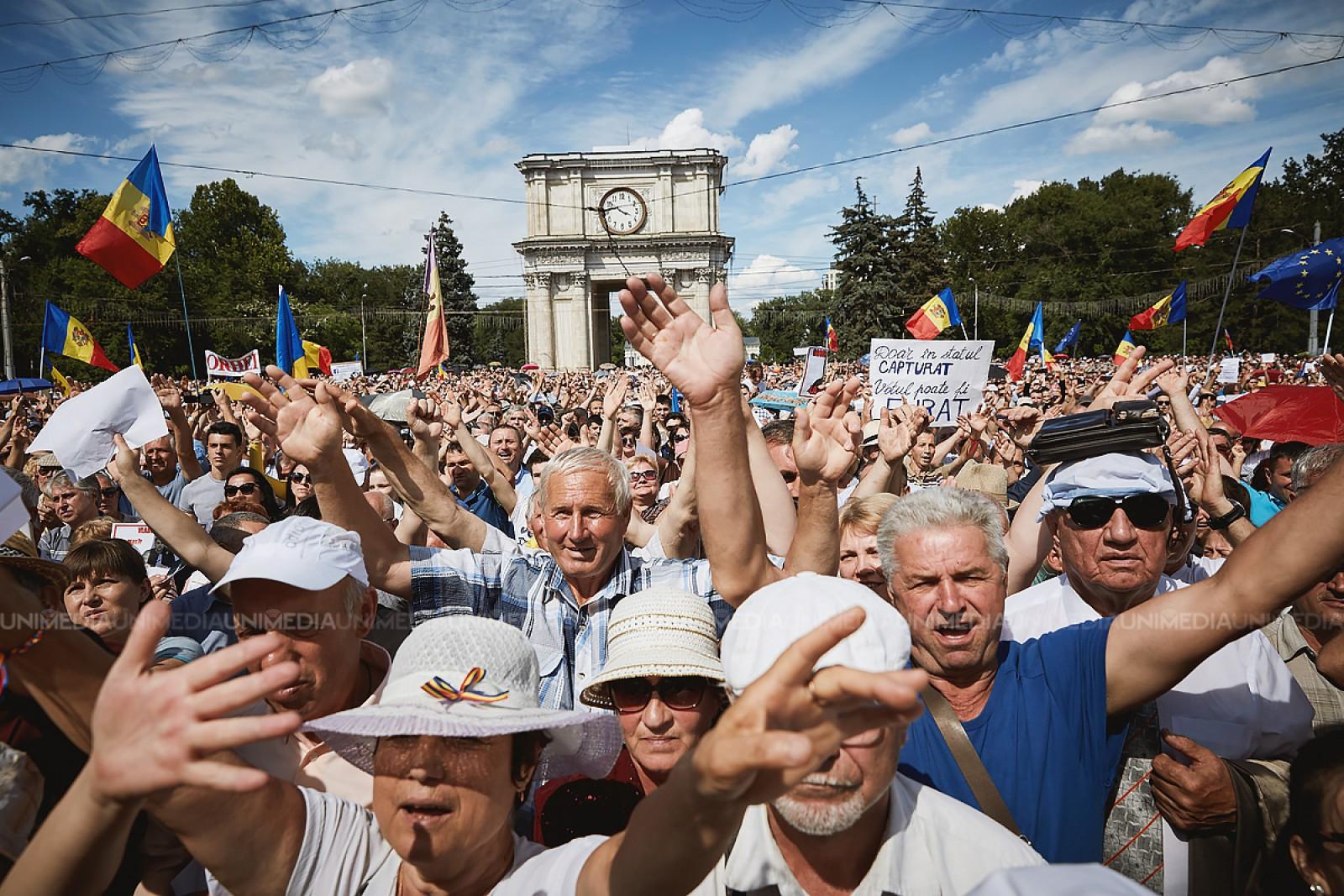 Exercițiu online: Cum poți calcula câți protestatari ar fi fost ieri în Piața Marii Adunări Naționale