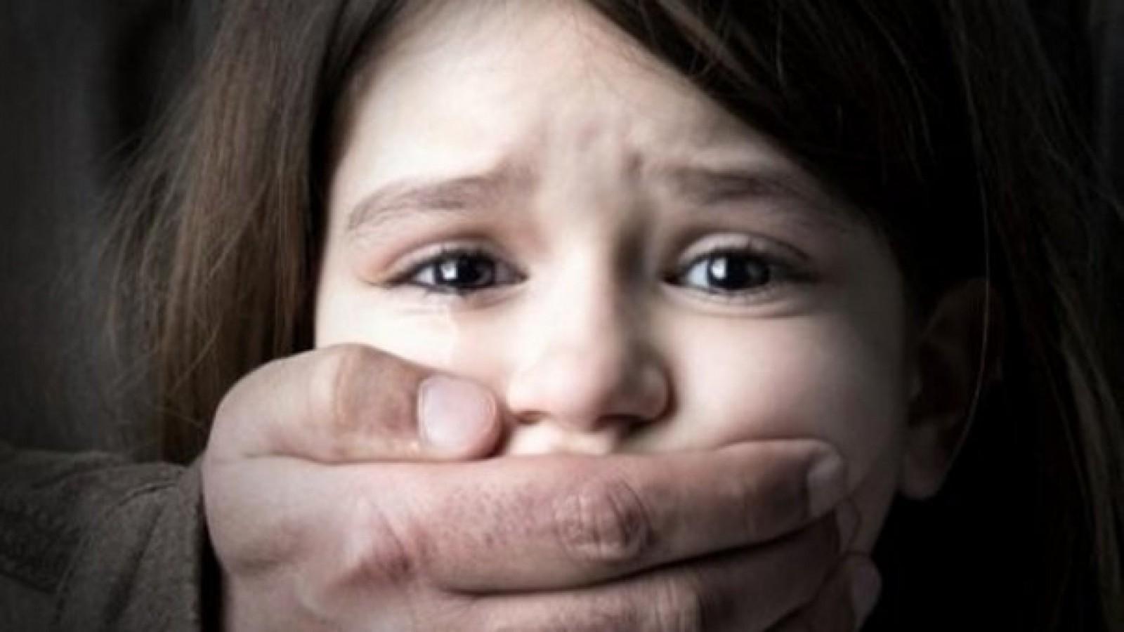 Caz șocant în raionul Anenii Noi: O copilă de șapte ani, agresată sexual. Un vecin a dezbrăcat-o și a efectuat atingeri indecente pe corpul minorei