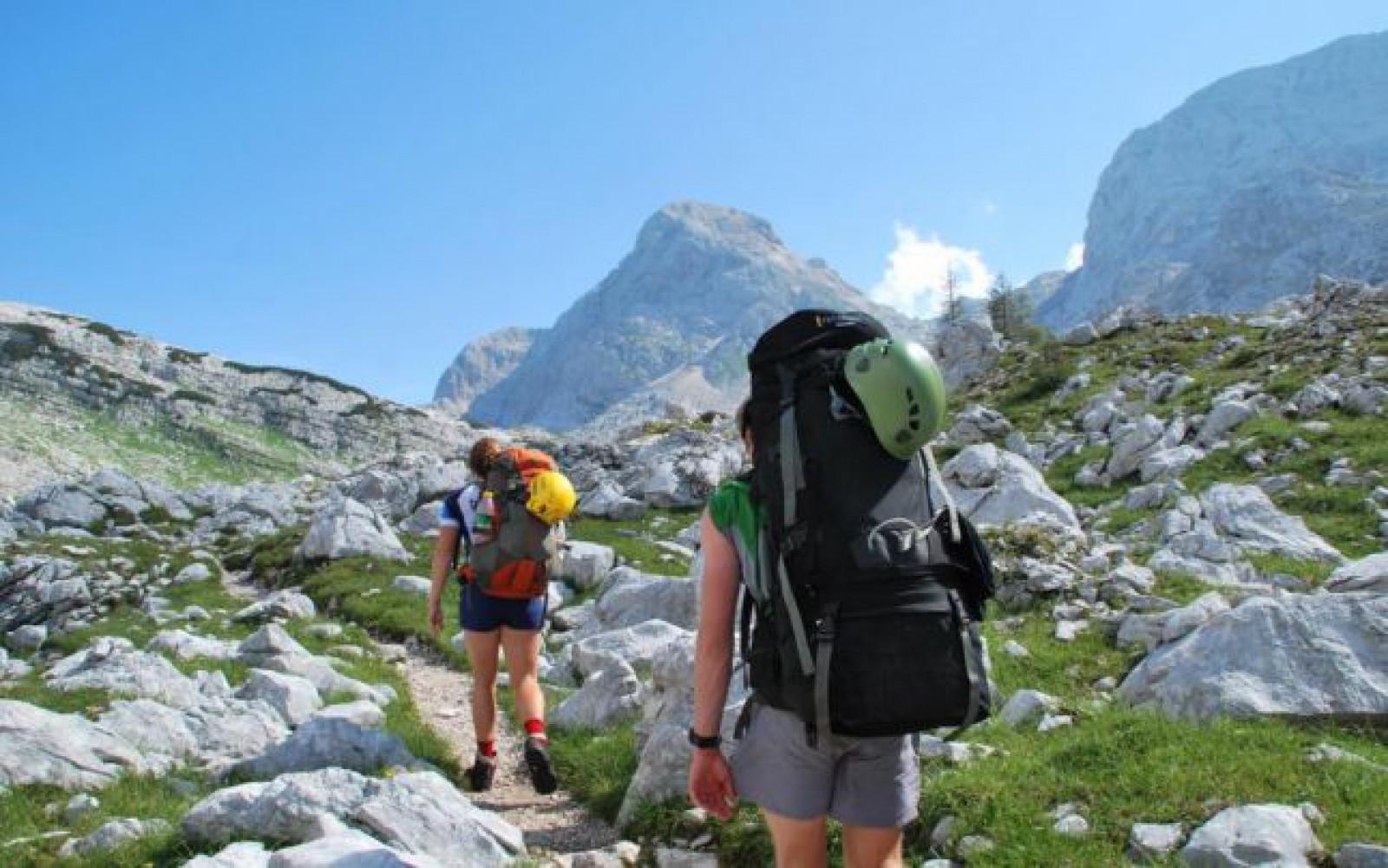 Ce nu trebuie să-ţi lipsească din rucsac când pleci într-o drumeţie pe munte