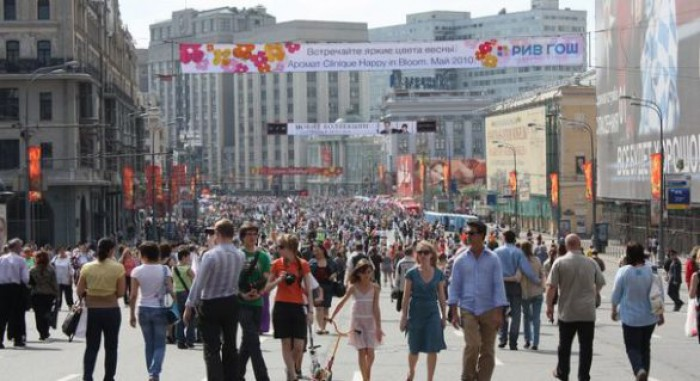 Cei mai mulţi ruşi nu vor o nouă revoluţie, aproape jumătate considerând-o legitimă pe cea din 1917
