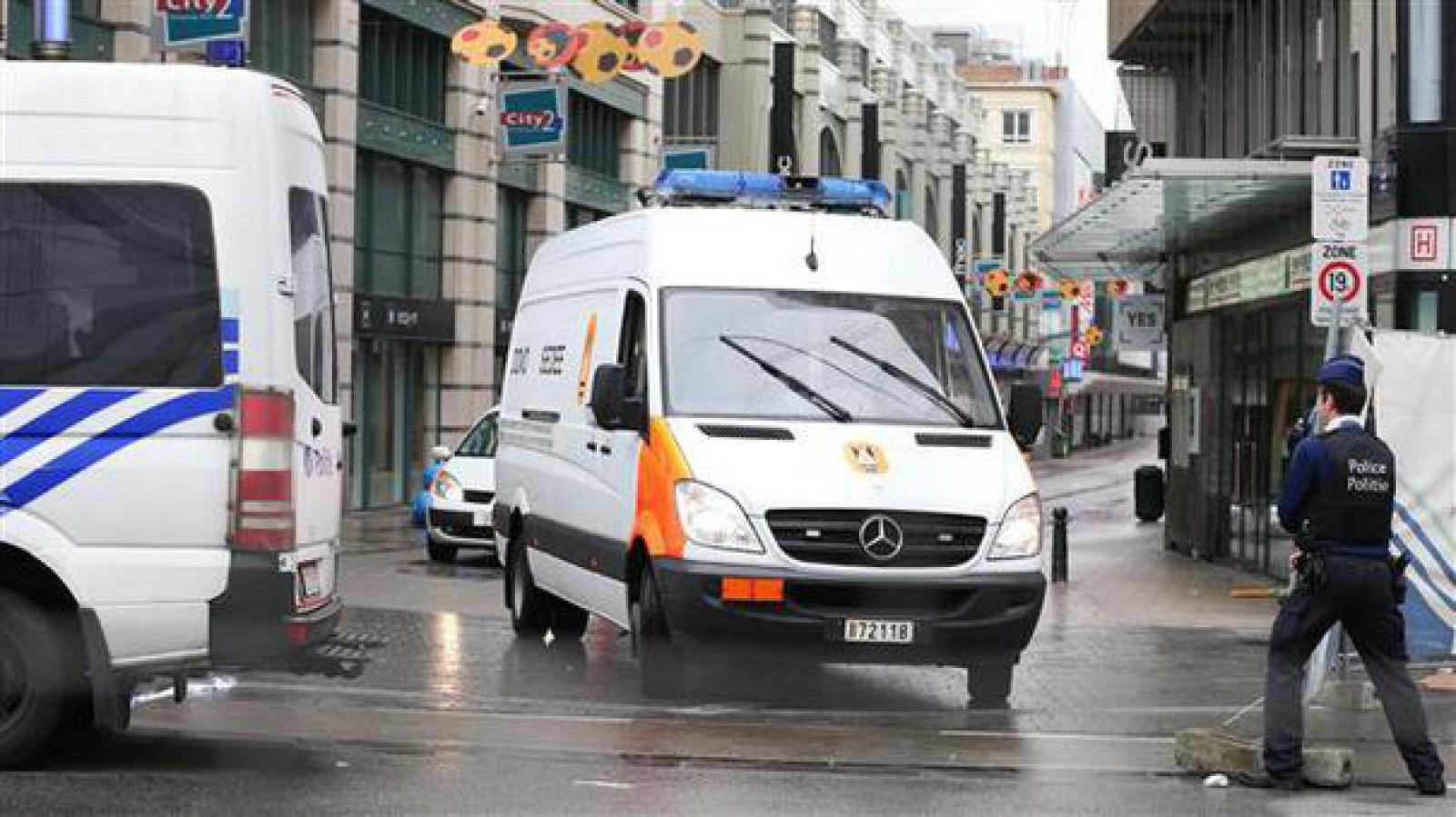 Cel puţin doi oameni au murit după ce un avion de mici dimensiuni s-a prăbuşit în Belgia