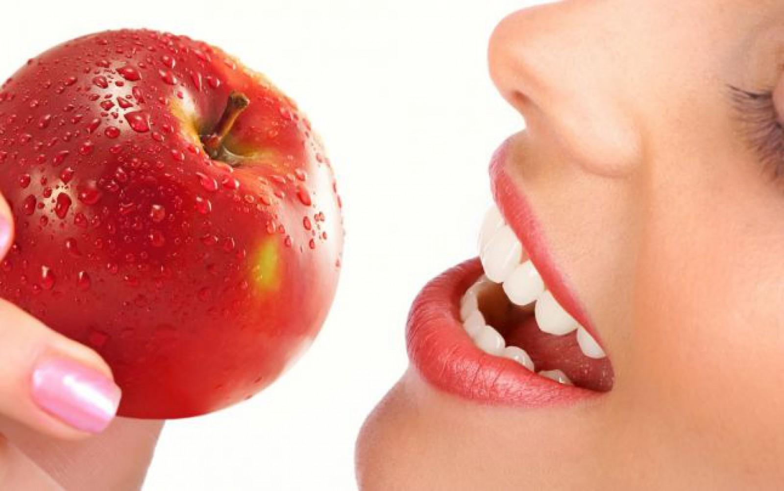 Cele mai proaste obiceiuri care ne distrug dinţii, dezvăluite de un medic stomatolog