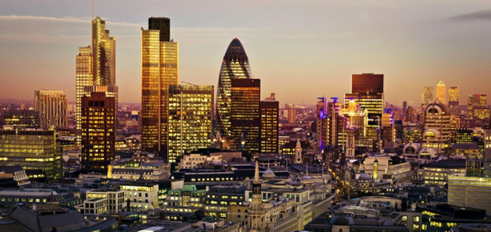Centrul Londrei trece pe energie regenerabilă 100%, până la finalul anului